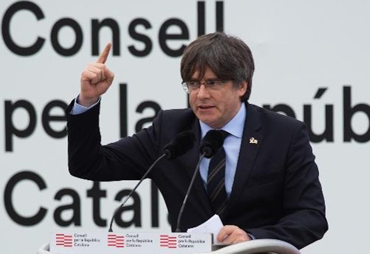 Puigdemont envenena al independentismo intentando mangonear desde Waterloo
